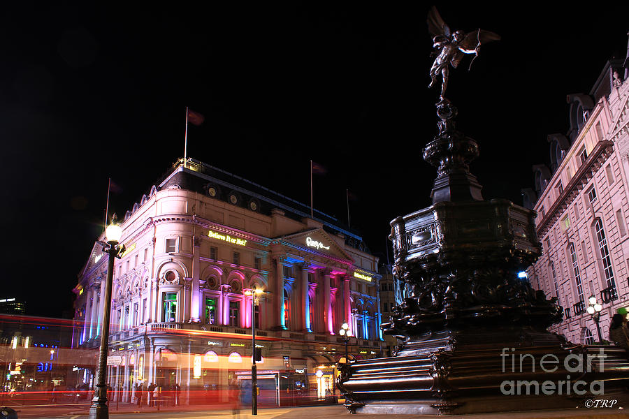 Piccadilly Photograph - Piccadilly Circus by Size X