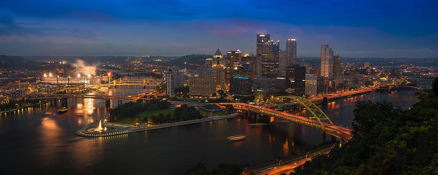 Pittsburgh Photograph - Pittsburgh Pa by Steve Gadomski