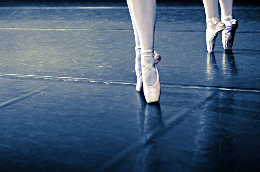 Dance Photograph - Pointe by Laura Fasulo