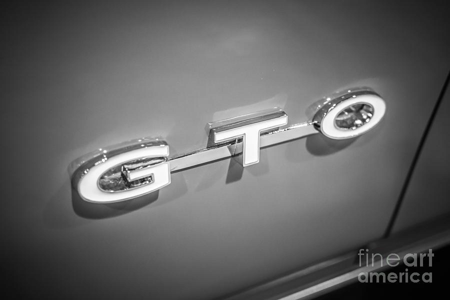 America Photograph - Pontiac Gto Emblem by Paul Velgos