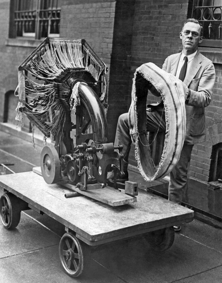 1925 Photograph - Portable Tire Making Device by Underwood Archives