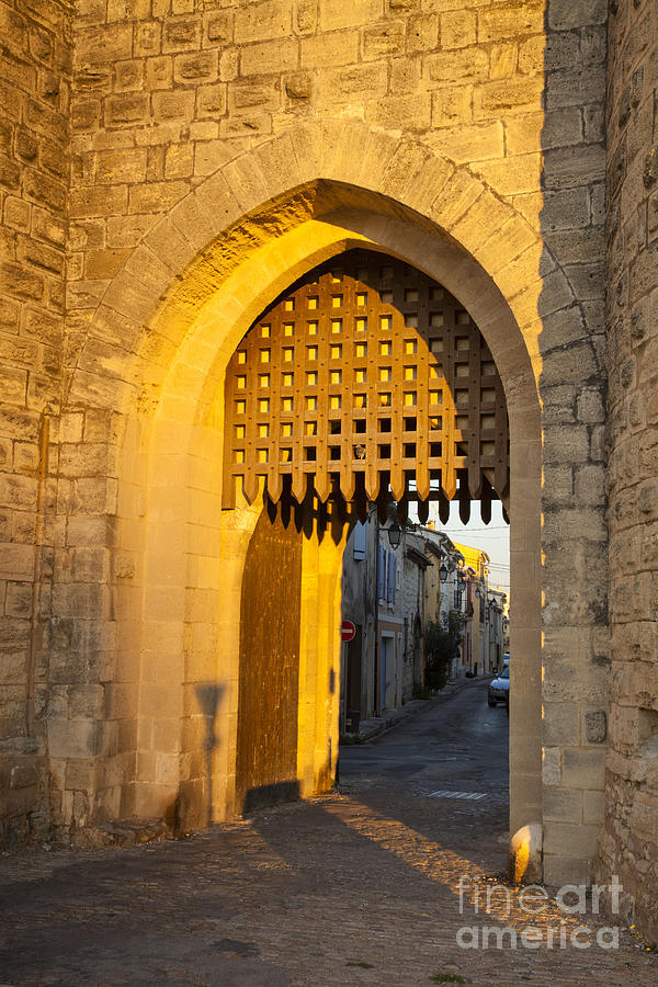 Aigues-mortes Photograph - Portcullis Aigues-mortes  Languedoc-roussillon France by Colin and Linda McKie