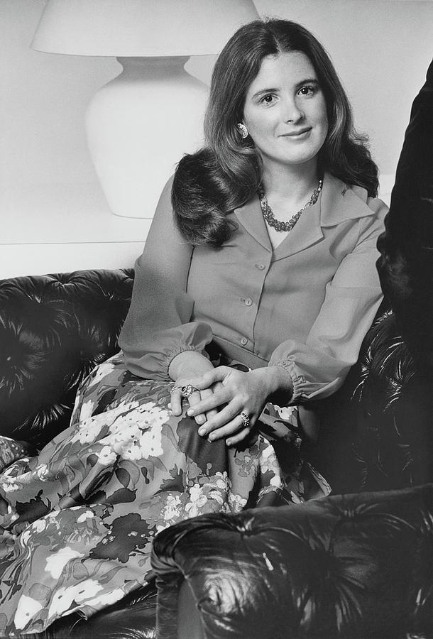 Portrait Leslie Crocker Snyder Photograph by William Connors