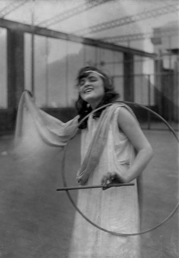1910s Photograph - Portrait Of A Young Actress, Original by Everett