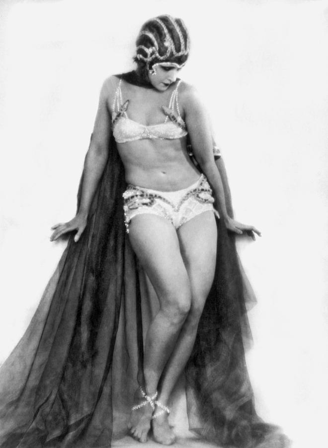 1927 Photograph - Portrait Of Exotic Dancer by Underwood Archives