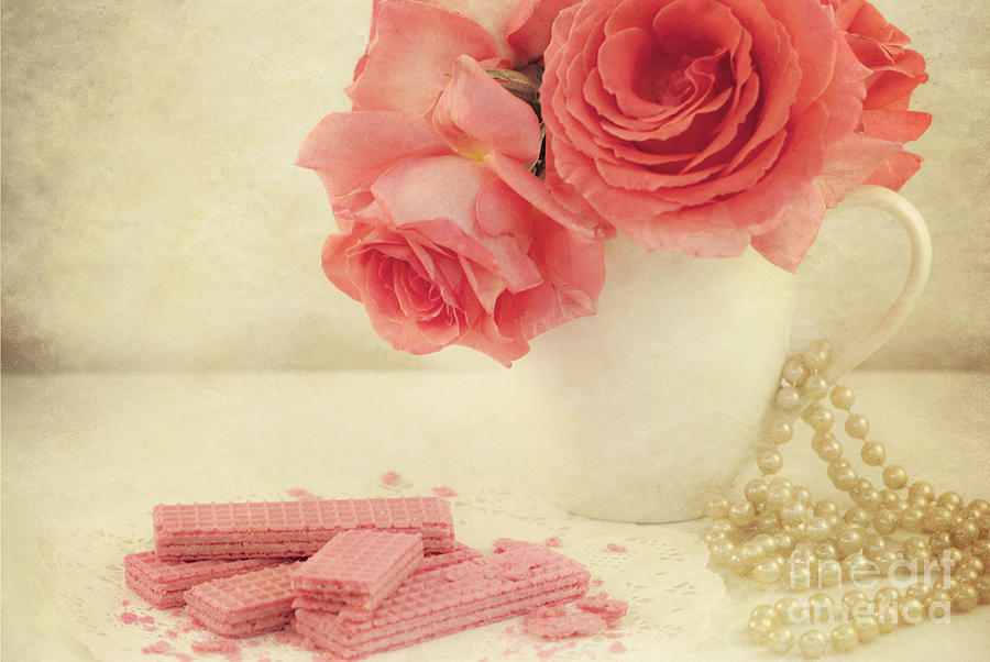 Pink Roses Photograph - Pretty In Pink by Juli Scalzi