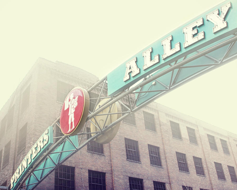Nashville Photograph - Printers Alley by Amy Tyler
