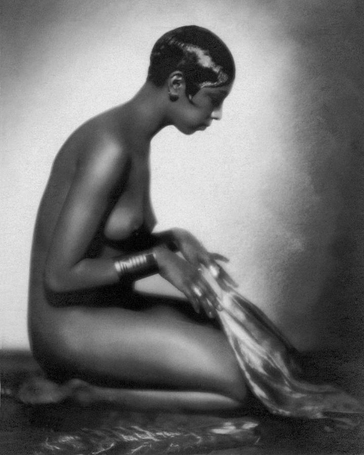 1928 Photograph - Profile Of Josephine Baker by Underwood Archives
