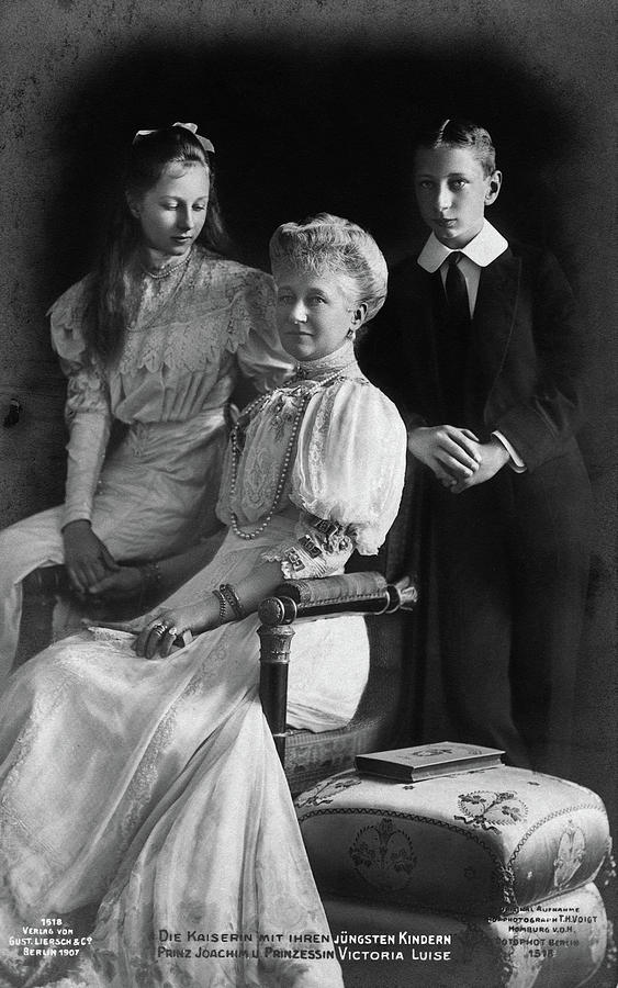 1907 Photograph - Prussia Royal Family by Granger
