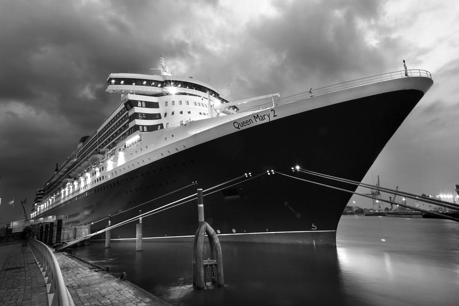 Hamburg Photograph - Queen Mary 2 In Hamburg by Marc Huebner