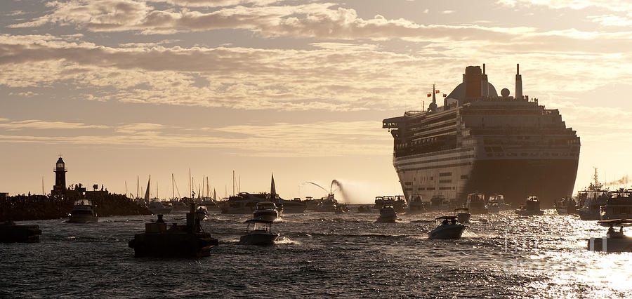 Cruise Photograph - Queen Mary 2 Leaving Port 01 by Rick Piper Photography