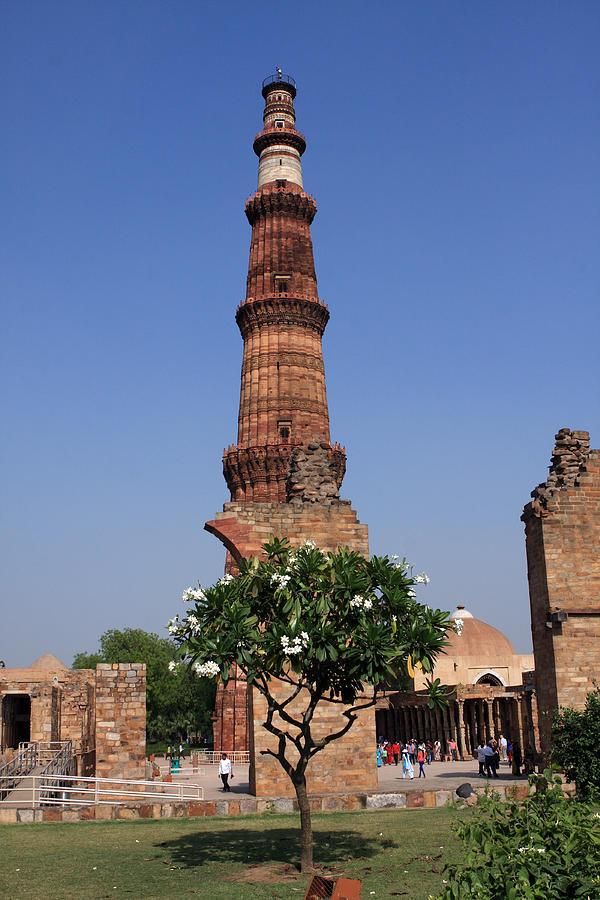 India Photograph - Qutab Minar - New Delhi - India by Aidan Moran