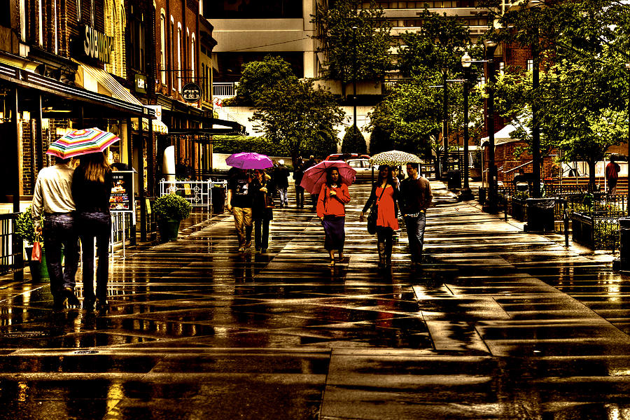 Tennessee Photograph - Rain In Market Square - Knoxville Tennessee by David Patterson