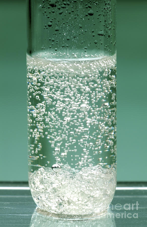 Acetic Acid Photograph - Reaction Of Sodium Carbonate In Acid by Martyn F. Chillmaid