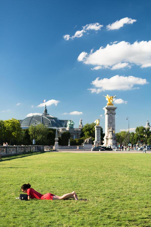 Reading in Paris Photograph by Pedro Nunez