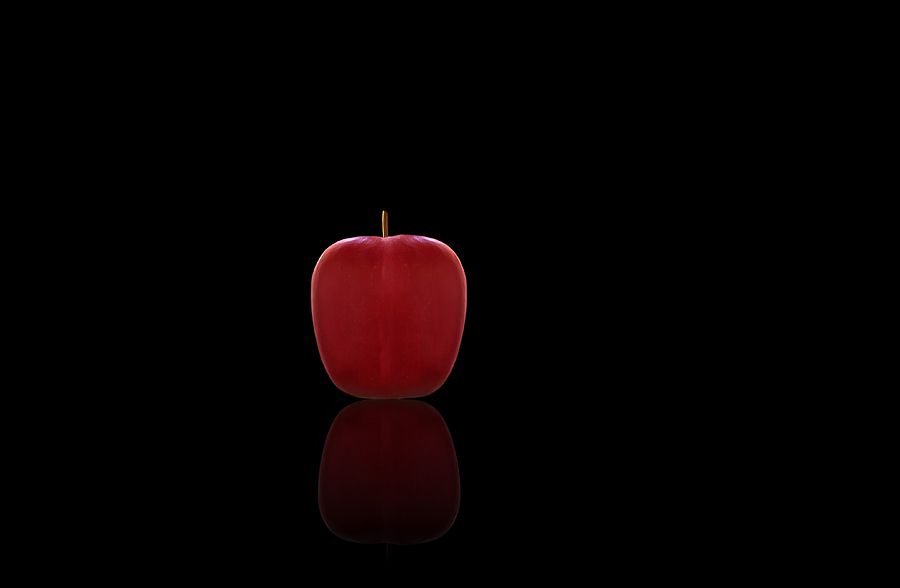 Kitchen Wall Art Decor Photograph - Red Apple by Steven Michael