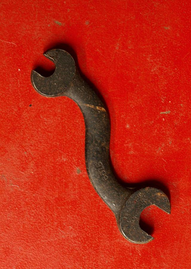 Abstract Photograph - Red  by Tom Druin