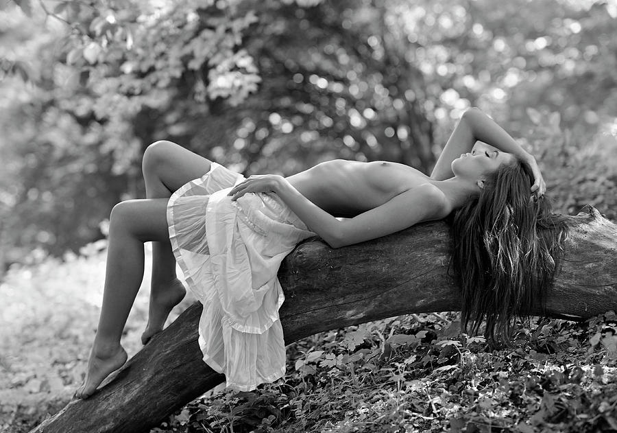 Nude Photograph - Relaxation by Roman Lipinski ?