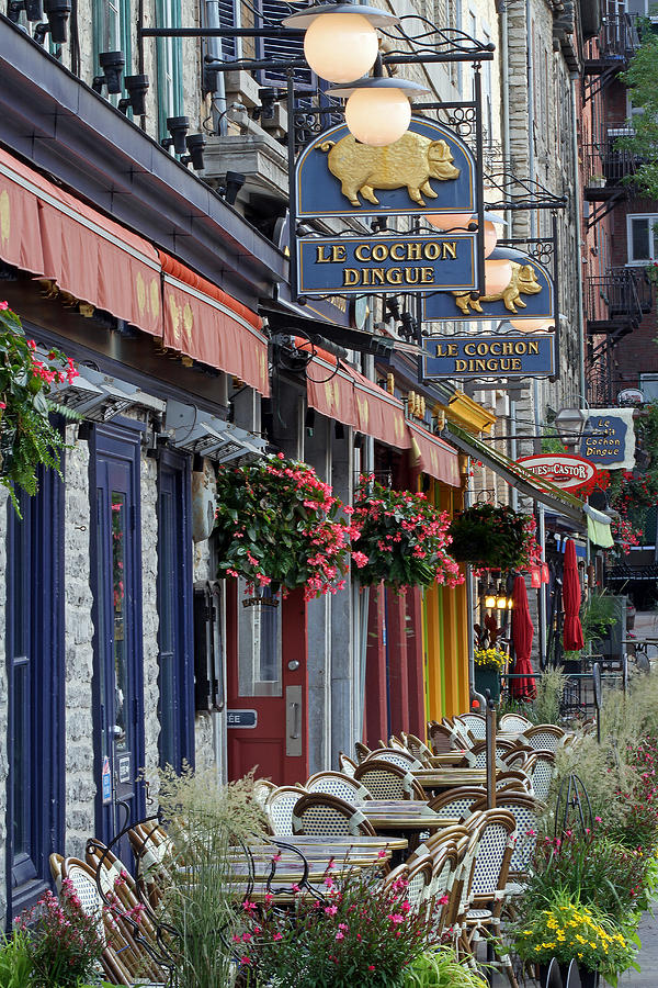 Le Cochon Dingue Photograph - Restaurant Le Cochon Dingue In The Old Port Of Quebec City by Juergen Roth