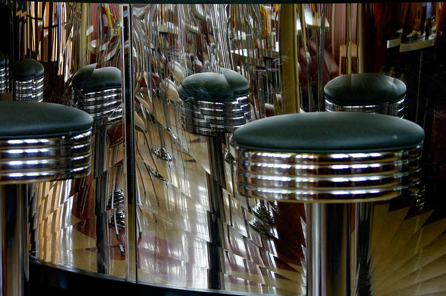 Diner Photograph - Retro Diner by Paul Wash