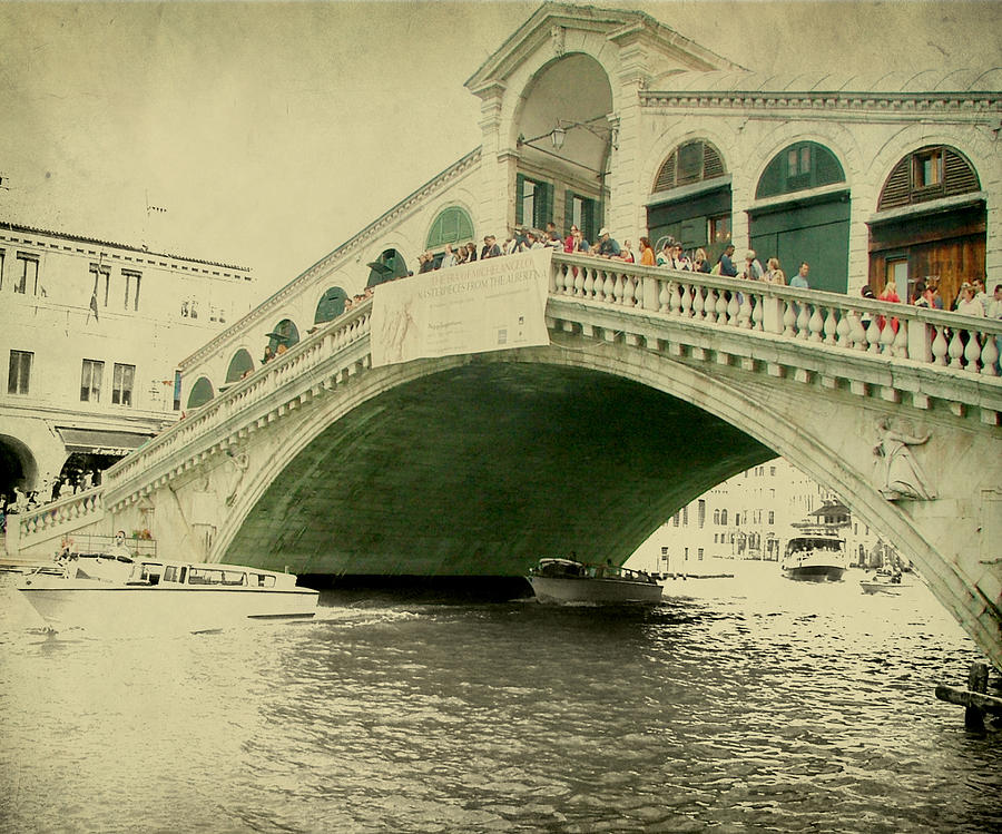Rialto Bridge Photograph - Rialto Bridge by Brian Reaves