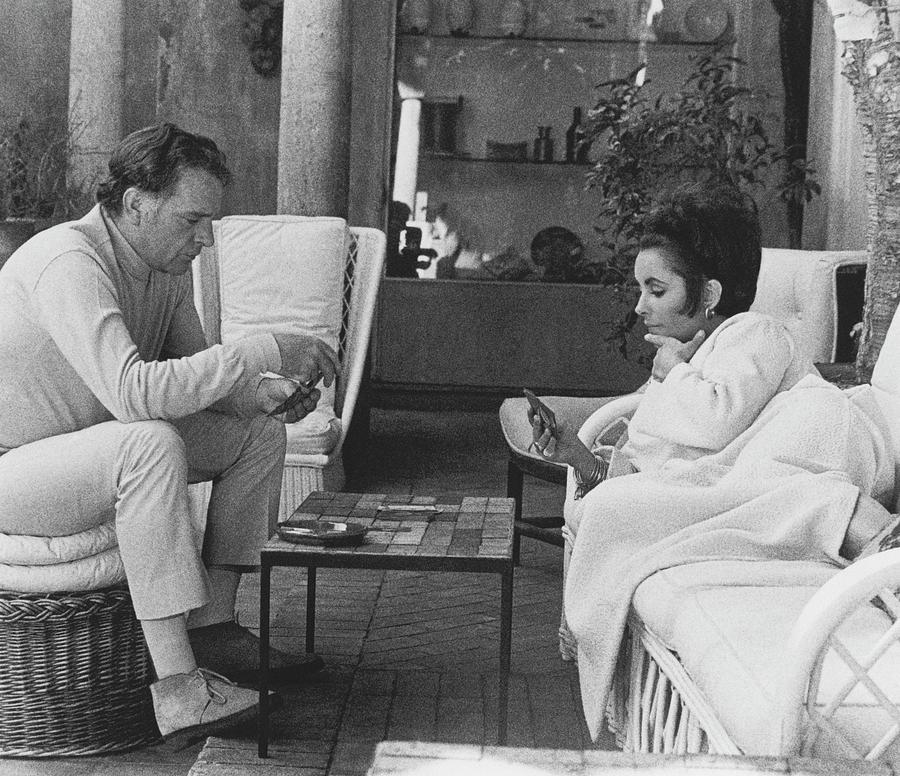Richard Burton And Elizabeth Taylor Playing Gin Photograph by Henry Clarke