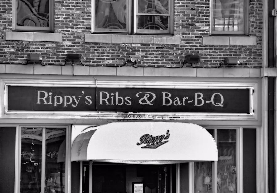 Rippy's Ribs And Bar Bq Photograph - Rippys Ribs And Bar Bq by Dan Sproul