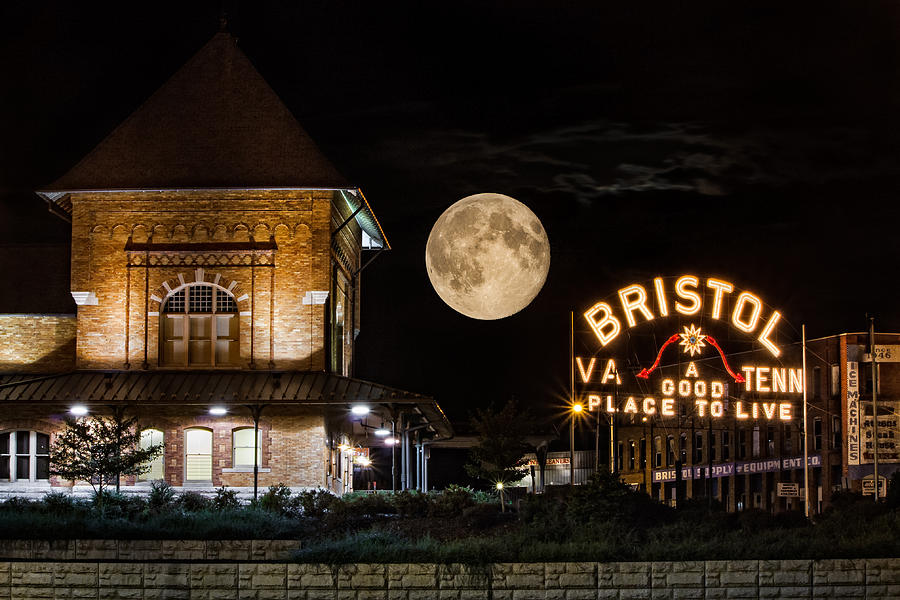 Rise Of The Supermoon In Bristol Photograph