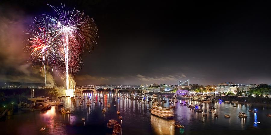 Riverbend Photograph - Riverbend Fireworks by Steven Llorca