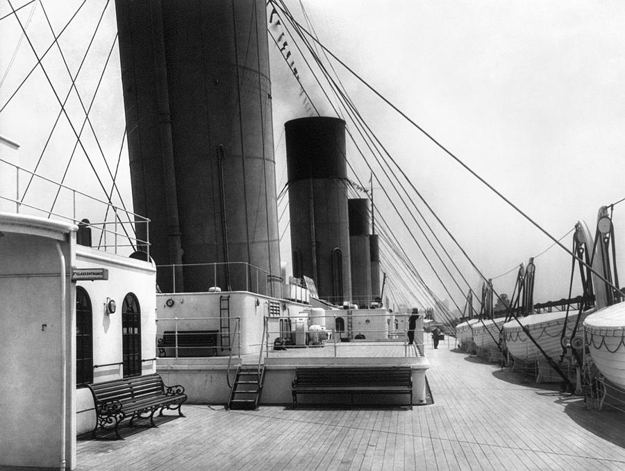 1911 Photograph - Rms Olympic, C1911 by Granger