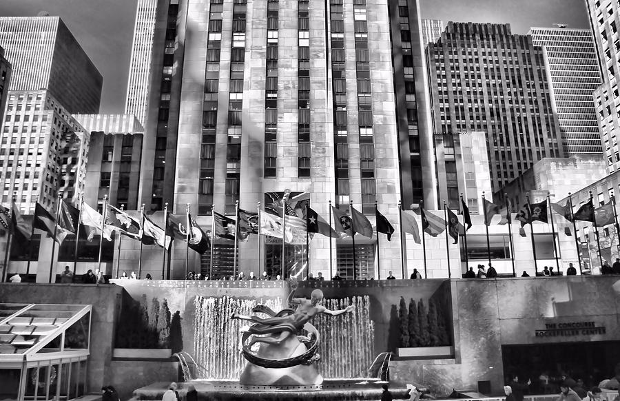 Rockefeller Center Photograph - Rockefeller Center Black And White by Dan Sproul