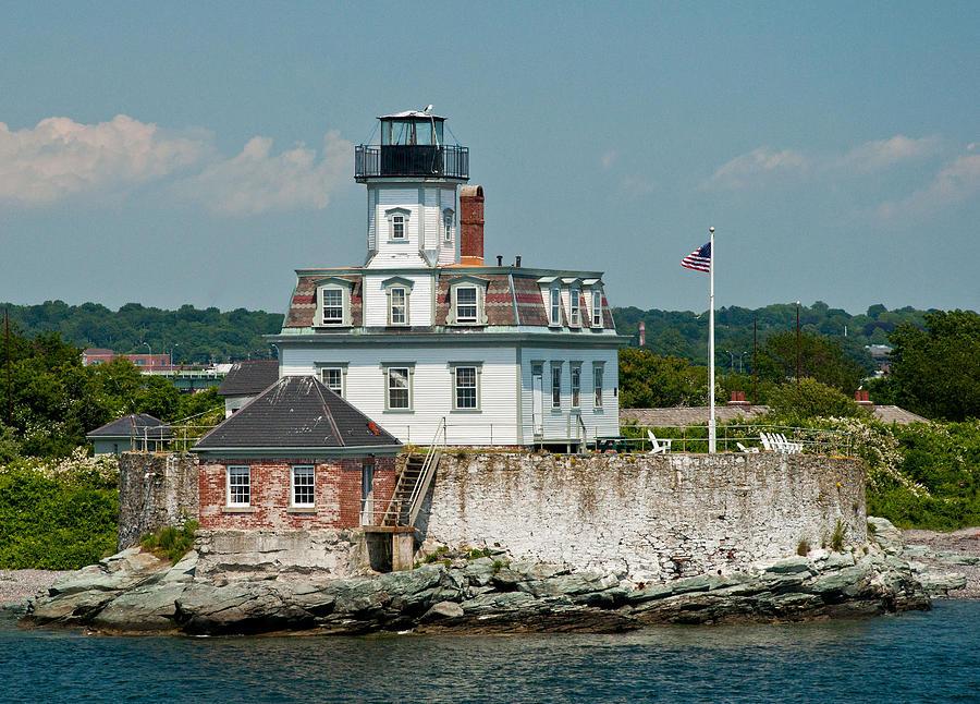Rose Island Photograph - Rose Island Lighthouse by Nancy De Flon
