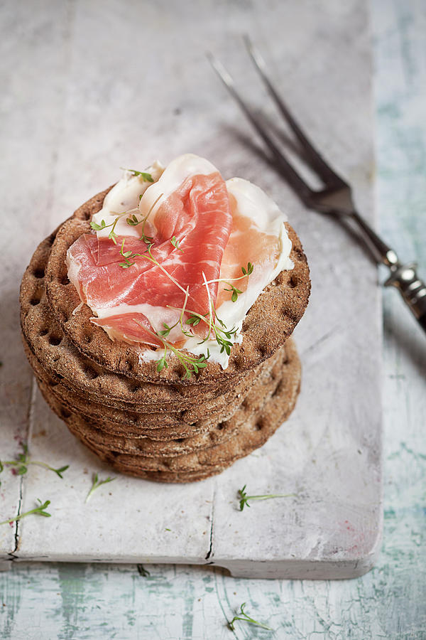 Round Crispbreads, Cream Cheese, Cooked Photograph by Westend61