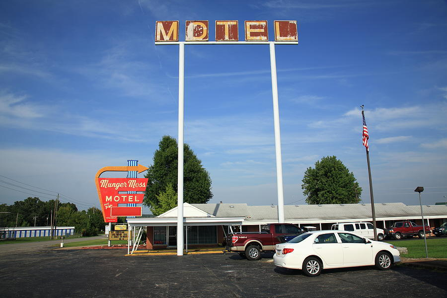 66 Photograph - Route 66 - Munger Moss Motel by Frank Romeo