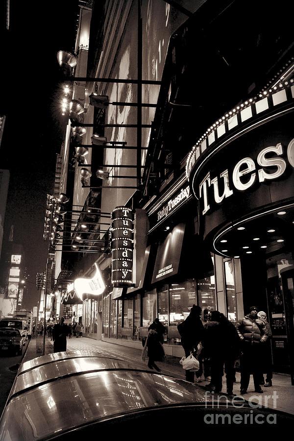 Ruby Tuesdays Photograph - Ruby Tuesdays Times Square - New York At Night by Miriam Danar