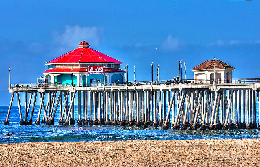 Ruby's Surf City Diner Photograph - Rubys Surf City Diner - Huntington Beach Pier by Jim Carrell