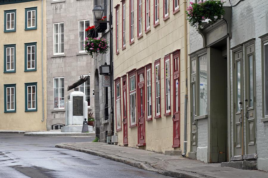 Rue De Jardiens Photograph - Rue De Jardiens In Quebec City by Juergen Roth