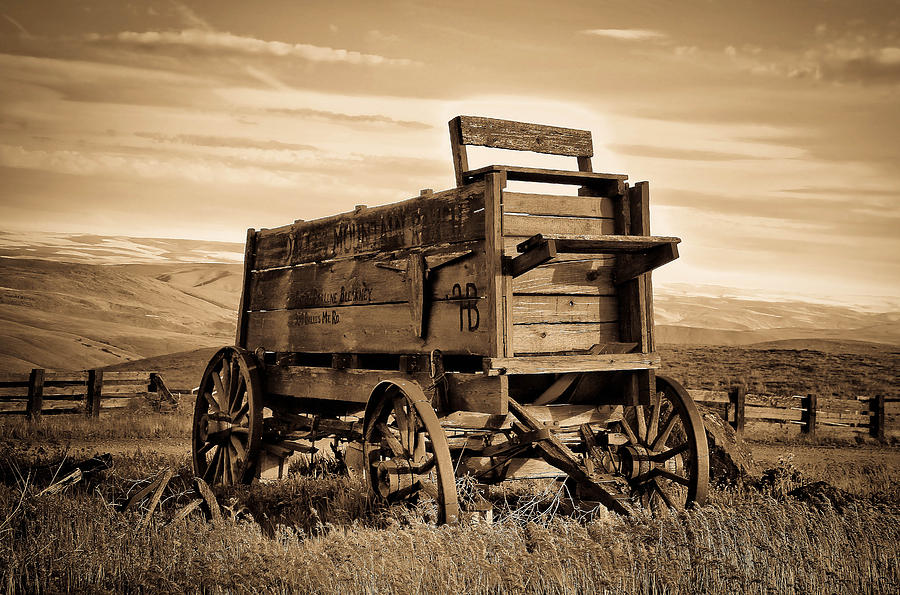 Covered Wagon Photograph - Rustic Covered Wagon by Athena Mckinzie