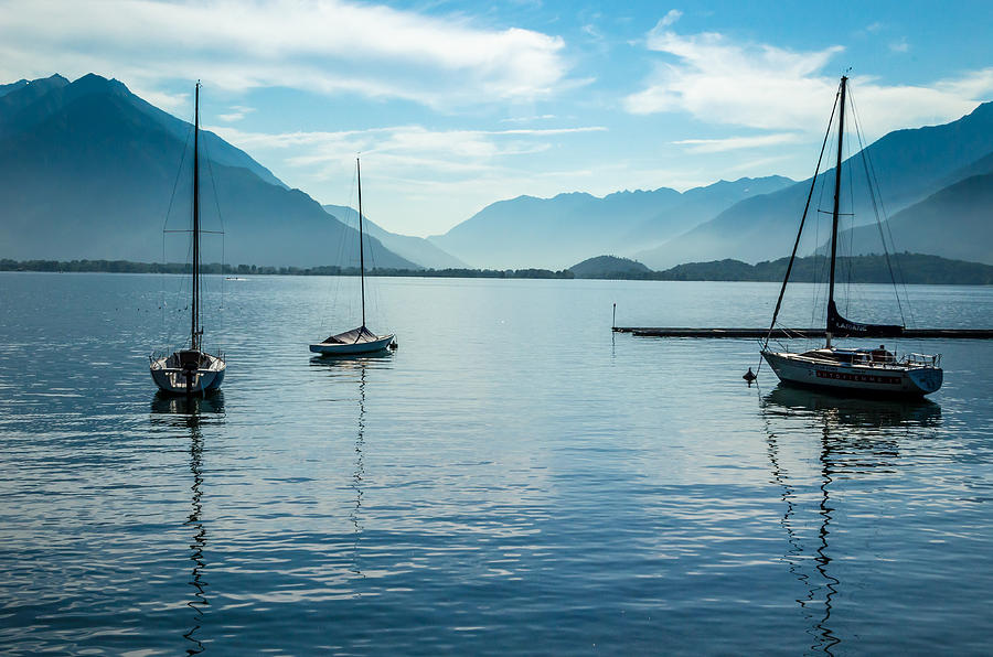 Alpen Photograph - Sailboats On Como by Jeffrey Teeselink