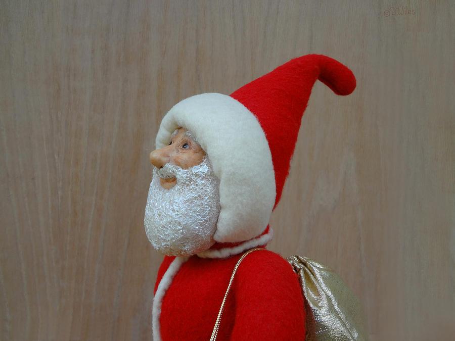 Santa Claus Sculpture - Santa Sr. - Keeping The Faith by David Wiles