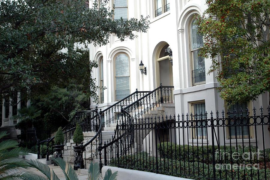 Savannah georgia historical district victorian homes for Historic houses in savannah ga
