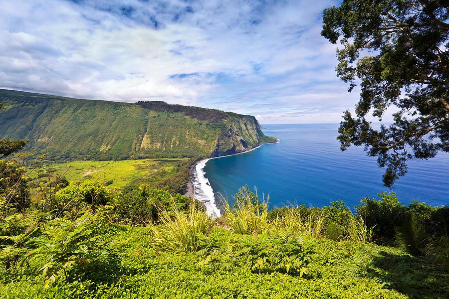 Scenic Waipio Valley, Big Island, Hawaii Photograph by YinYang