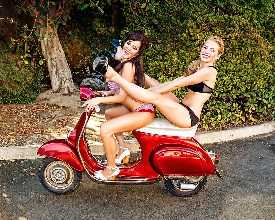 luckybastards-mc.com » Blog Archive » Scooter Girls……..