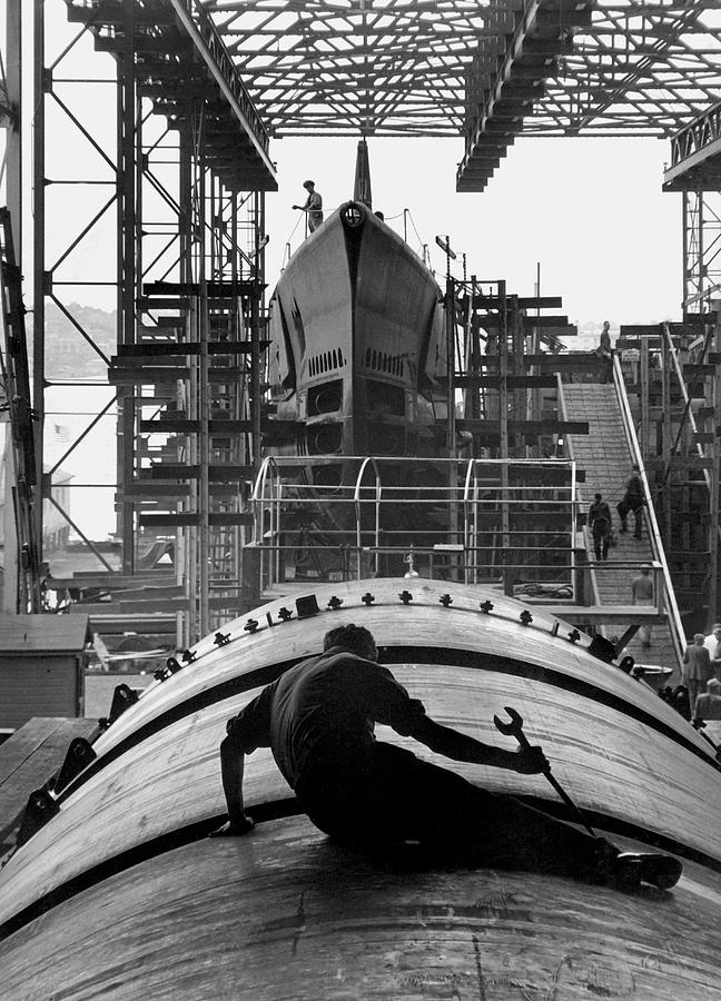 Wrench Photograph - Second World War Submarine Production by Us Army/science Photo Library