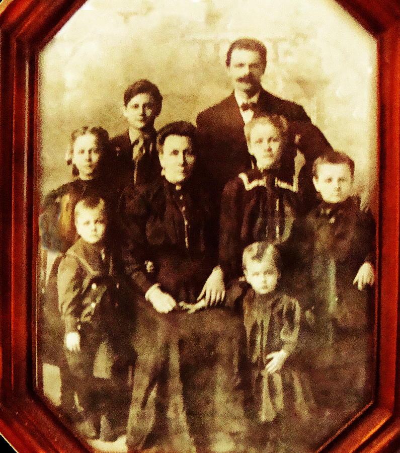 Family Portrait Photograph - Seei Family Portrait Circa 1906 by Ellen Cannon