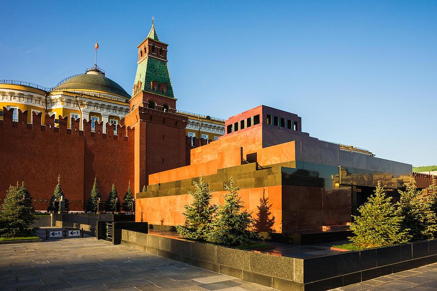 Architecture Photograph - Senate Tower And Lenins Mausoleum by Alexander Senin
