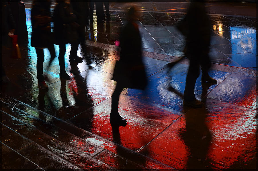 Londres Photograph - Shadows In The Nigth by Julia Moral