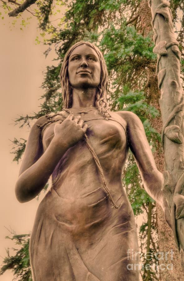 Statue Photograph - She Holds Her Cross by Kathleen Struckle