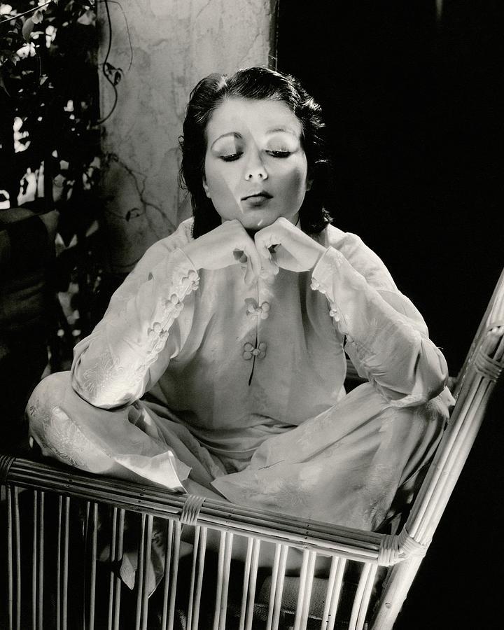 Sidney Fox Sitting On A Bamboo Chair Photograph by Edward Steichen