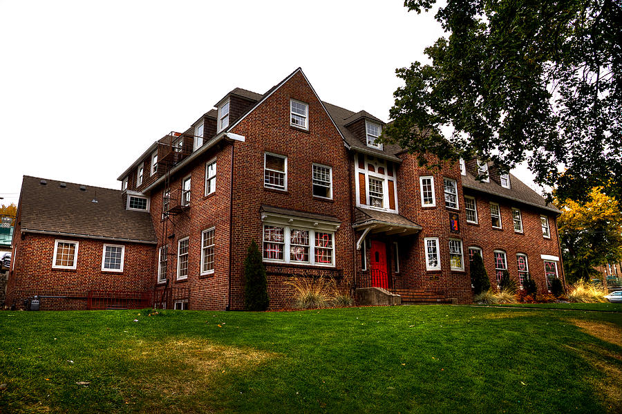 Washington State University Photograph - Sigma Phi Epsilon Fraternity On The Wsu Campus by David Patterson